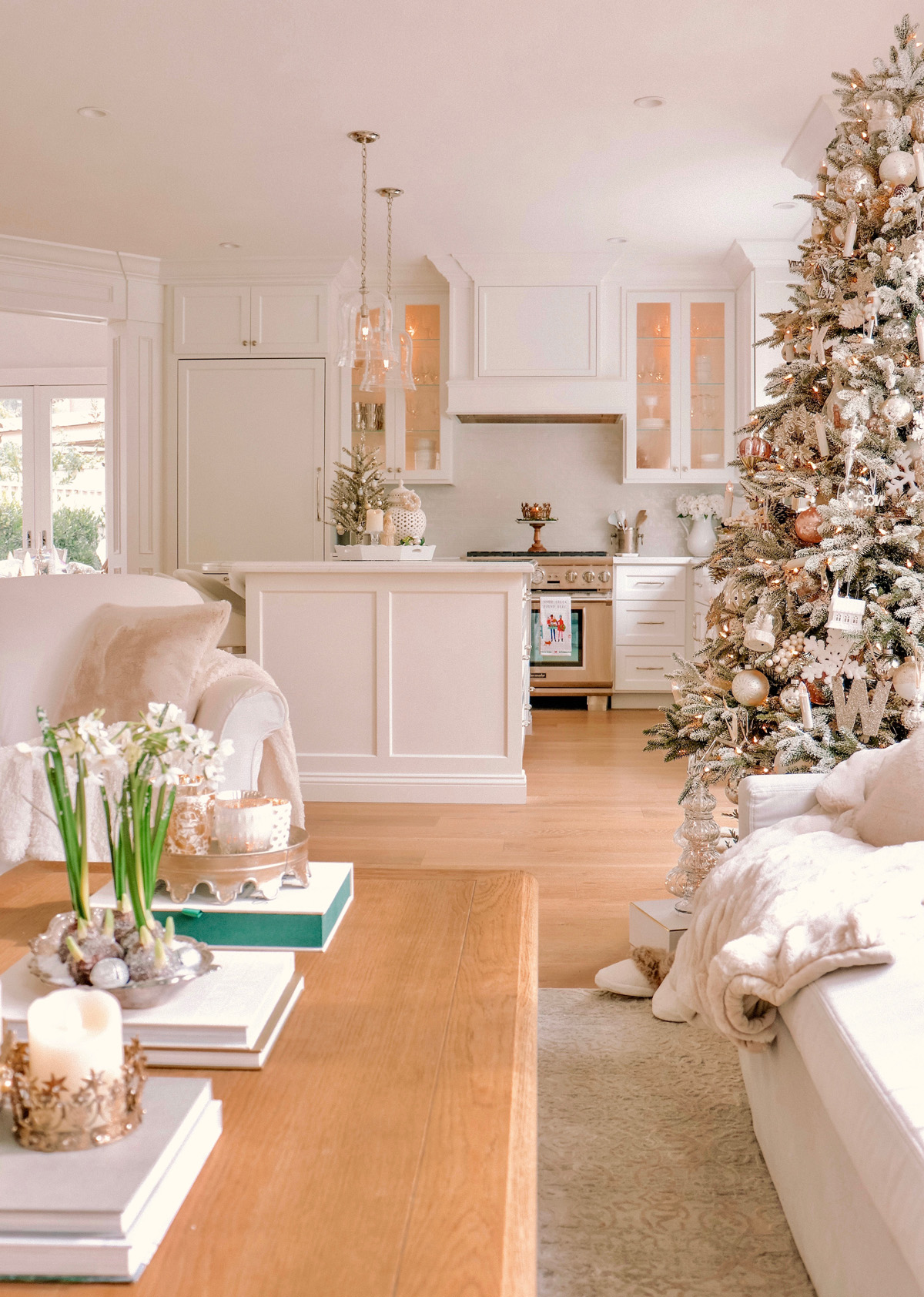 Cozy Holiday Home Decor - Loveliest Looks of Christmas