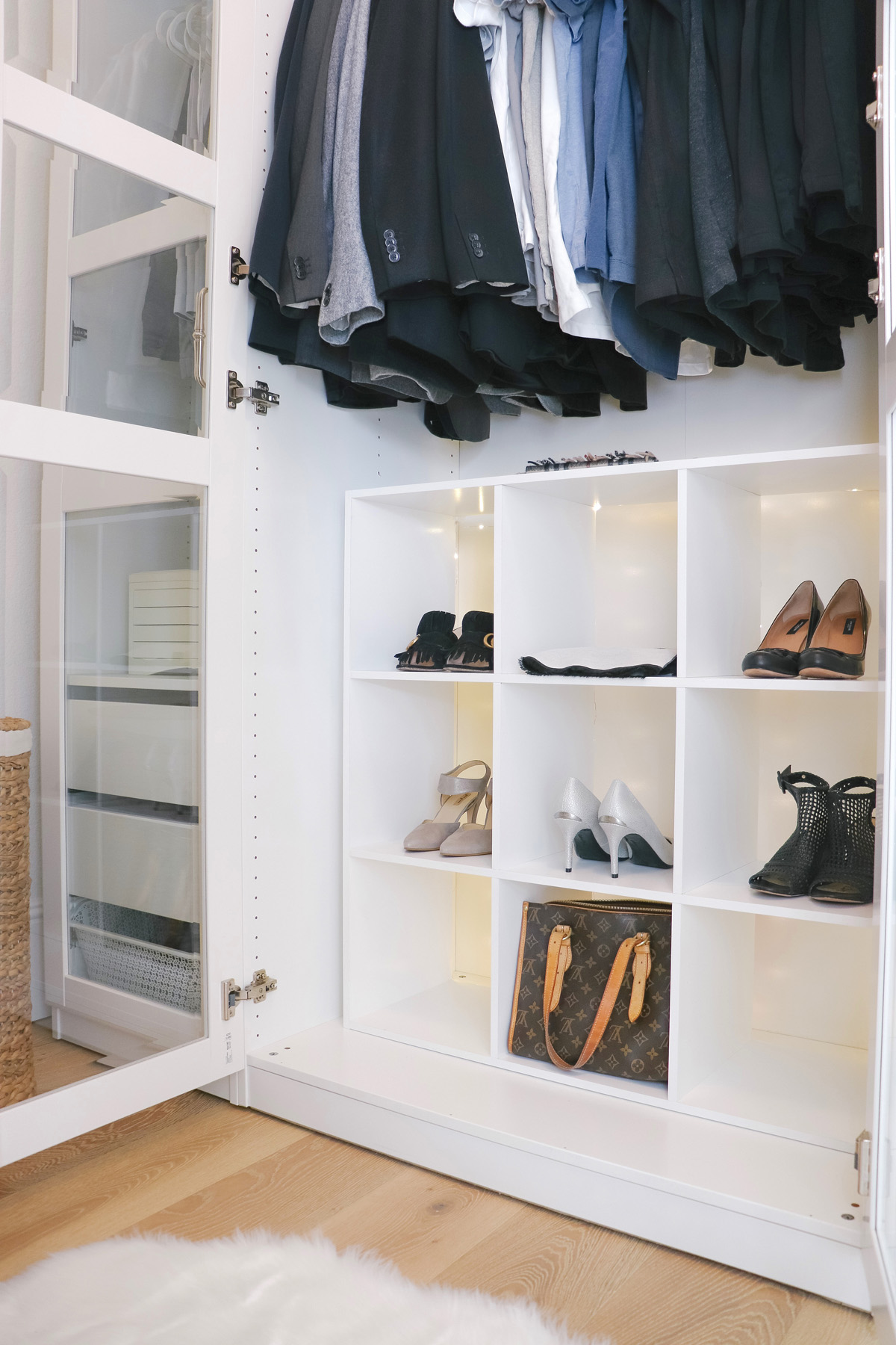 5 Easy Ways to Organize and Beautify your Closet || Best tips and tricks on how to tidy up your home! Kristy Wicks