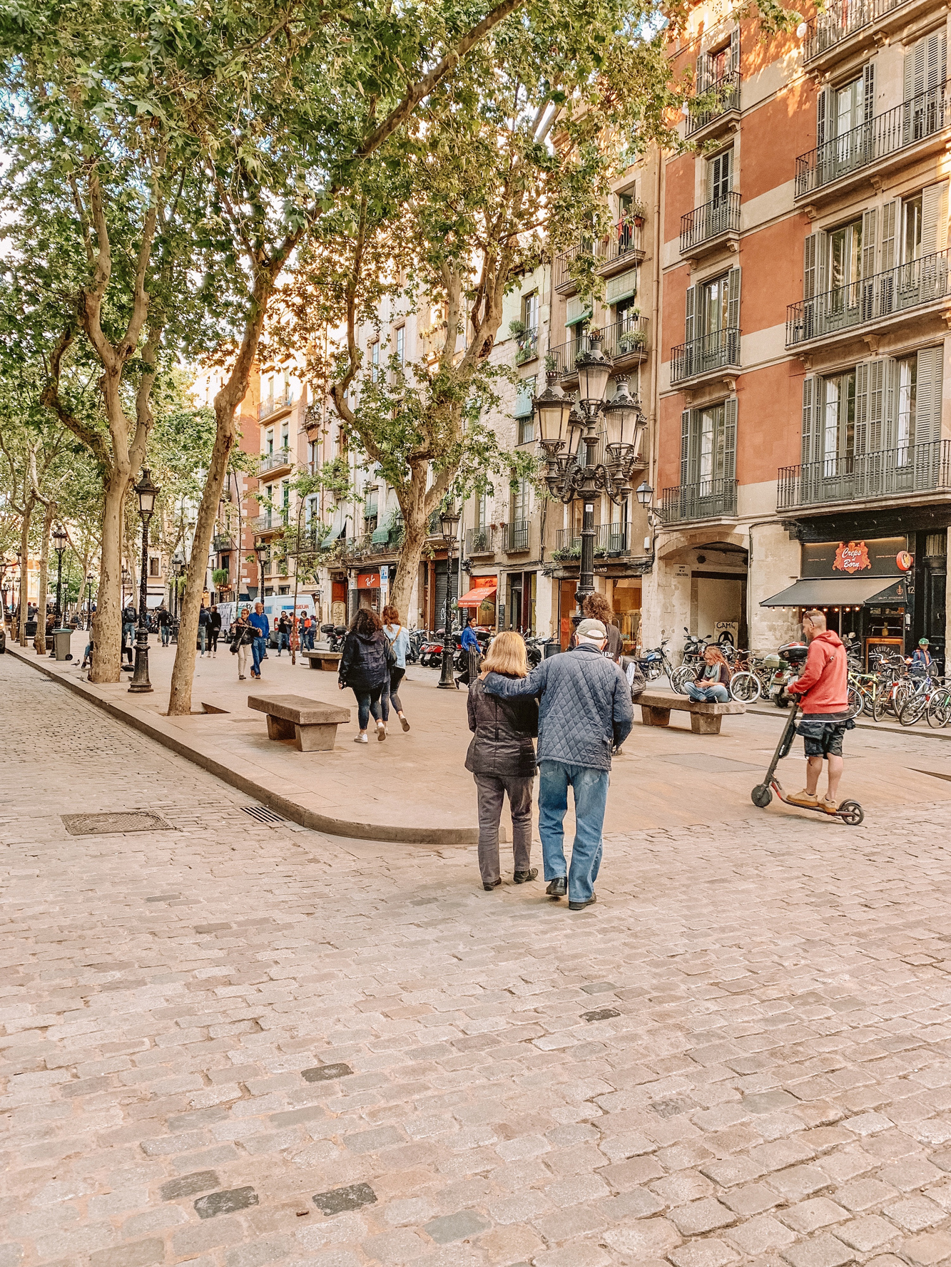 Barcelona Travel Guide - Where to stay, eat and play in one of the most popular cities in Spain! One of our favorite cities.