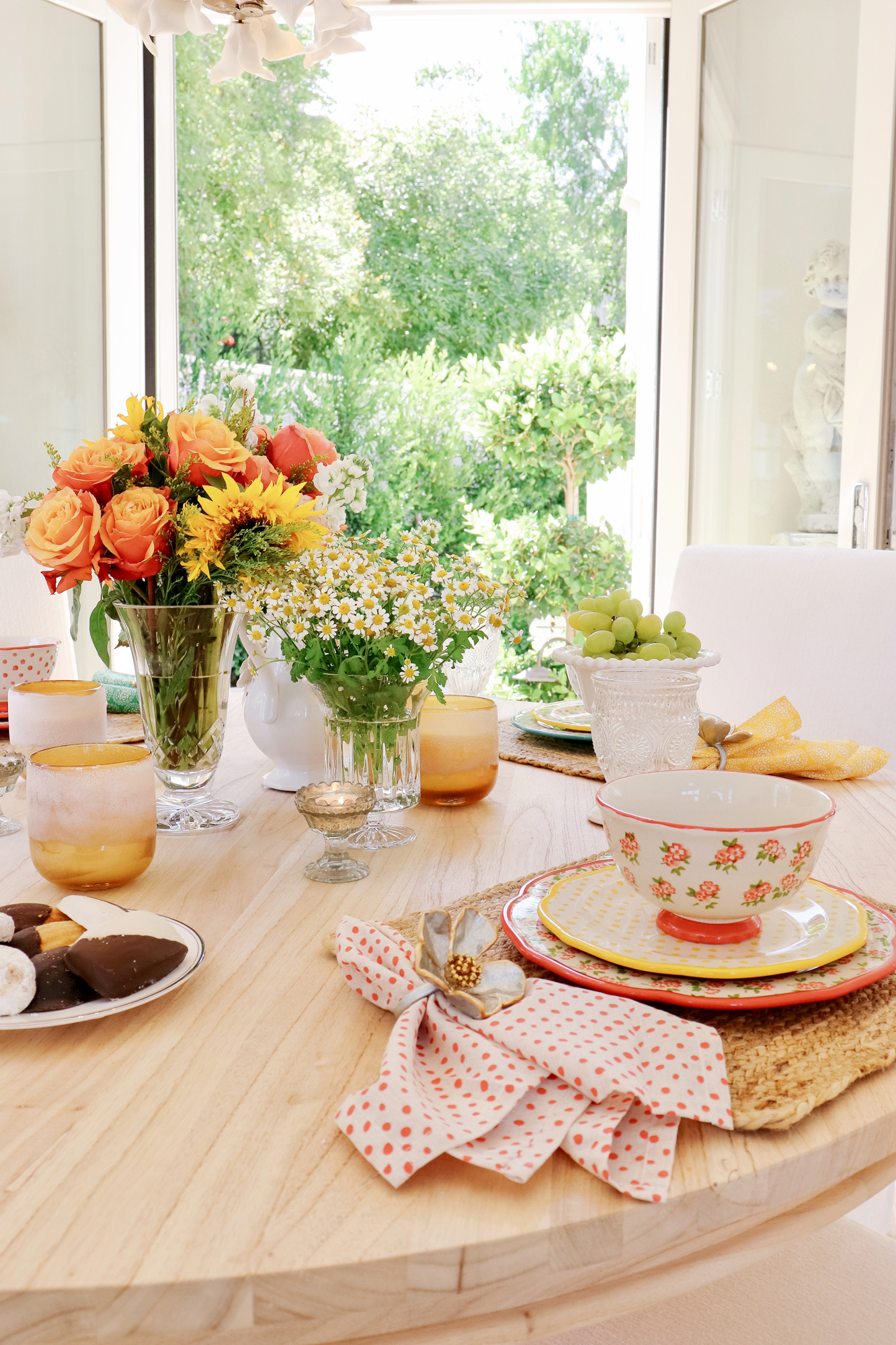 Vintage Inspired Dining Ideas - Adorable and Affordable Dinnerware options.. how to host your friends and make it a throwback event!