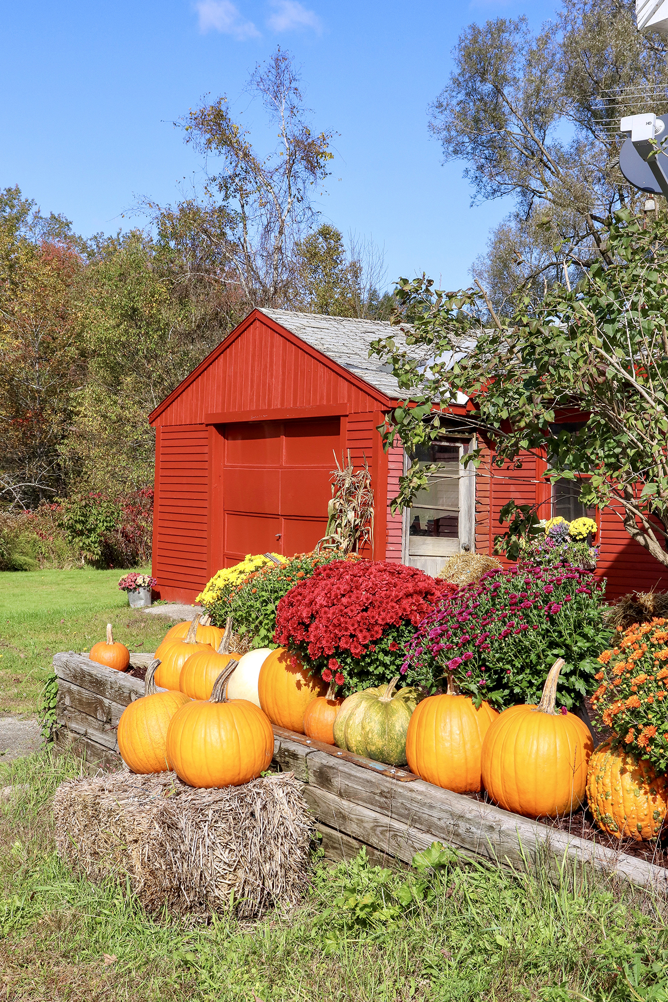 Adorable farmhouse outside of Stowe. While Leaf Peeping in Vermont 2019. | Kristy Wicks