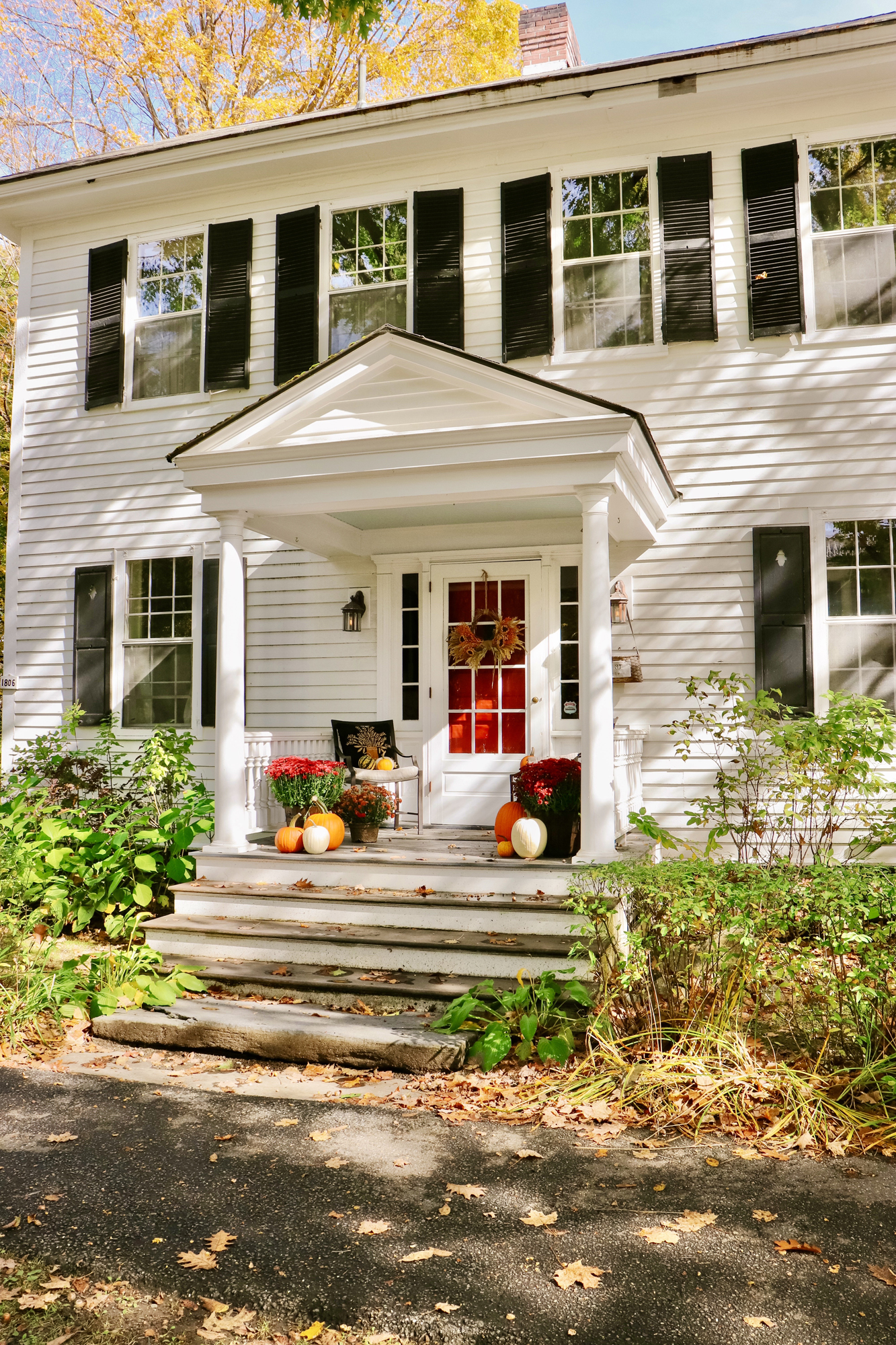 Vermont Fall Travel Guide | Fall Foliage guide, best inns & hotels, top restaurants to eat at, and all the cute towns/places to stop along the way!