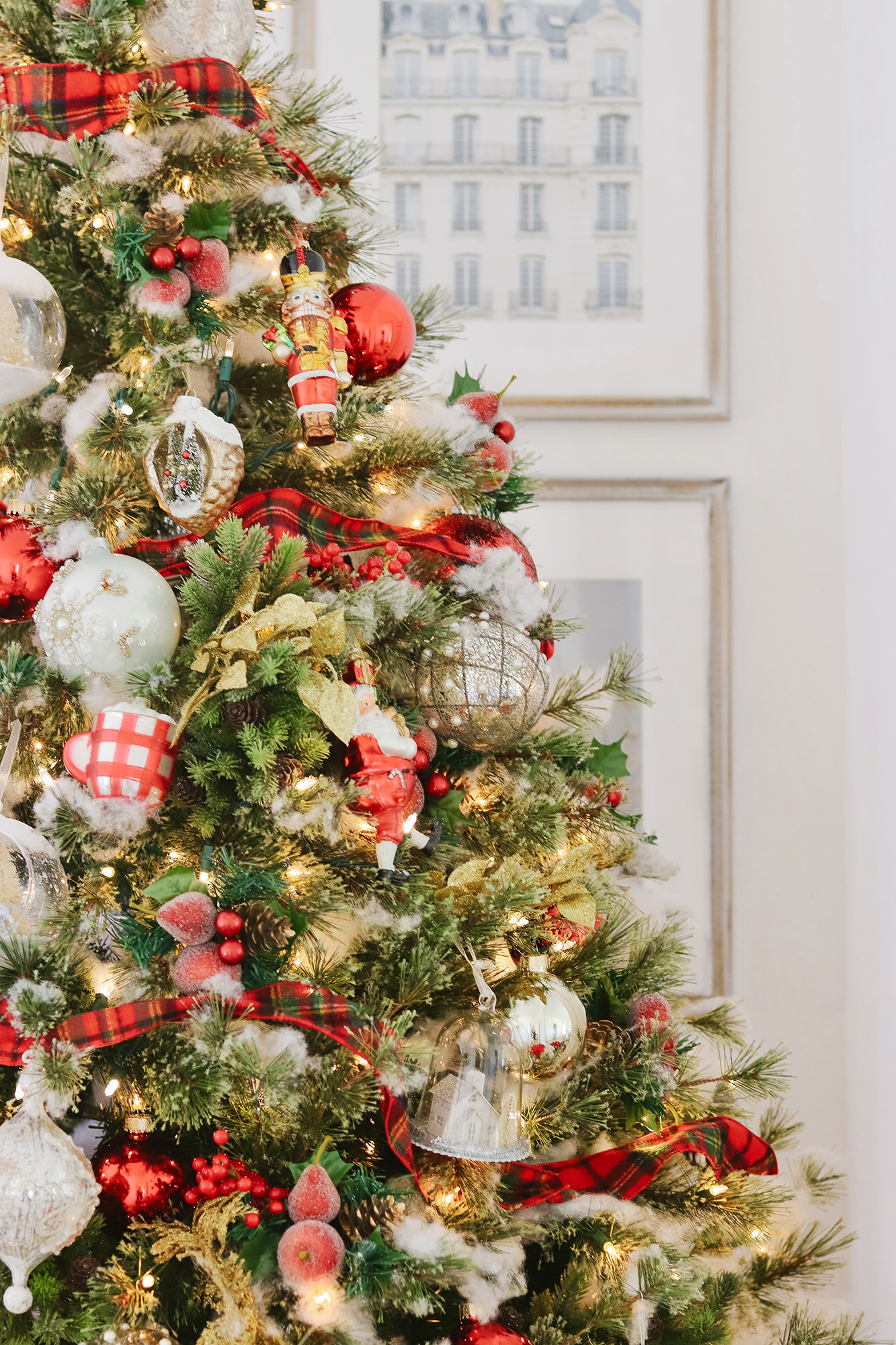 Red & White New England Style Christmas Tree - Traditional yet modern with pops of red, white and gold. Affordable and elegant for 2019 holiday decor