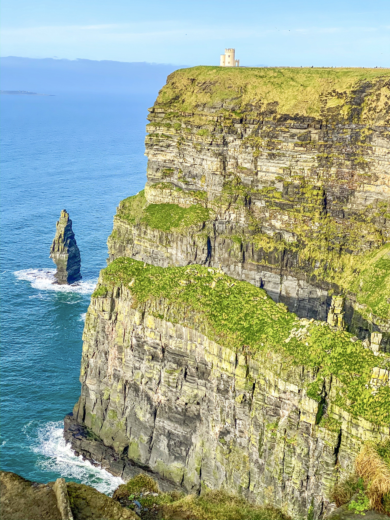 Where to eat, play and stay in Ireland with the help of our Ireland Travel Guide! Full of helpful tips and info on Cliffs of Moher, and more.