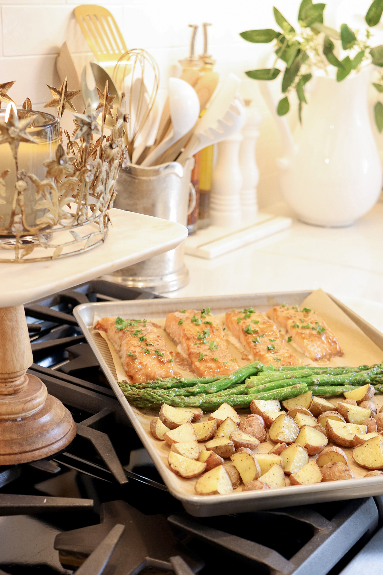 One-Pan Healthy Salmon & Veggies Recipe - Perfect dinner idea for any night of the week! Delicious and healthy option for the whole family.