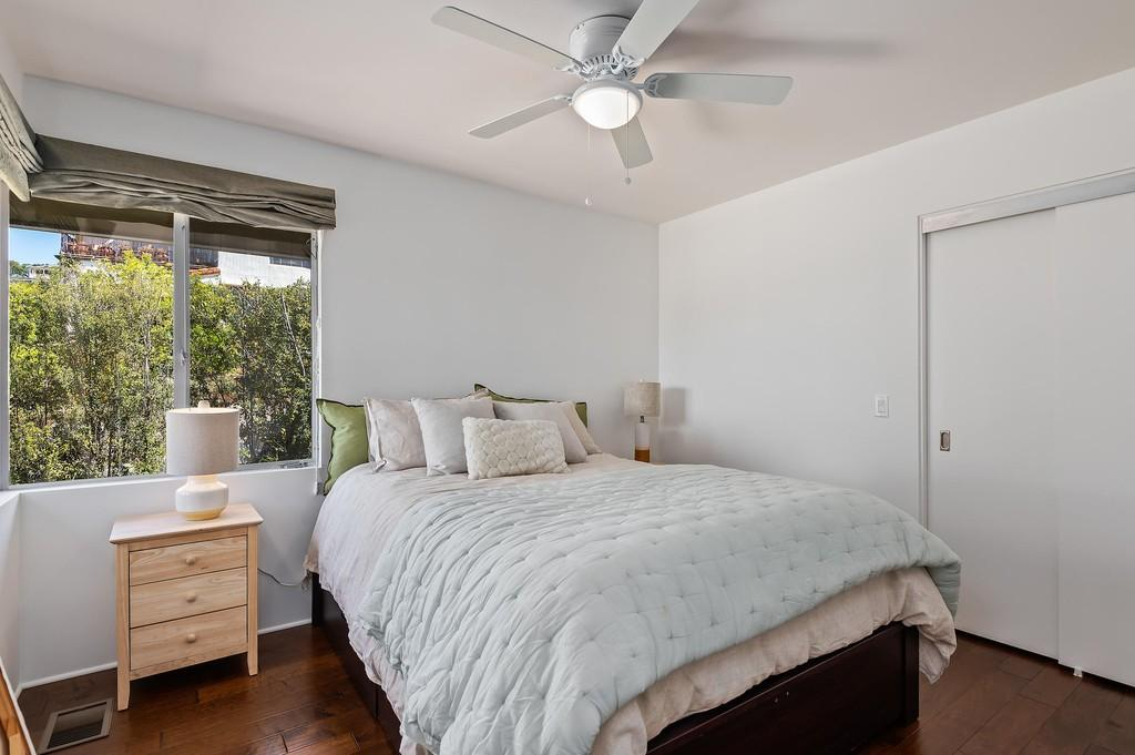 Guest room with 2 corner windows and closet