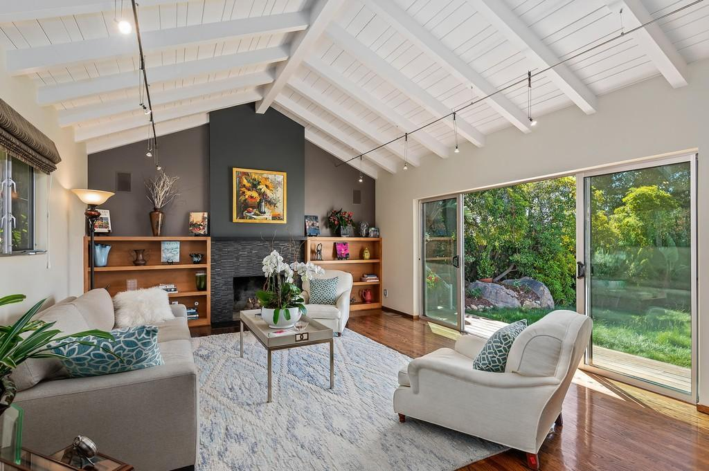 Living Room with view to yard